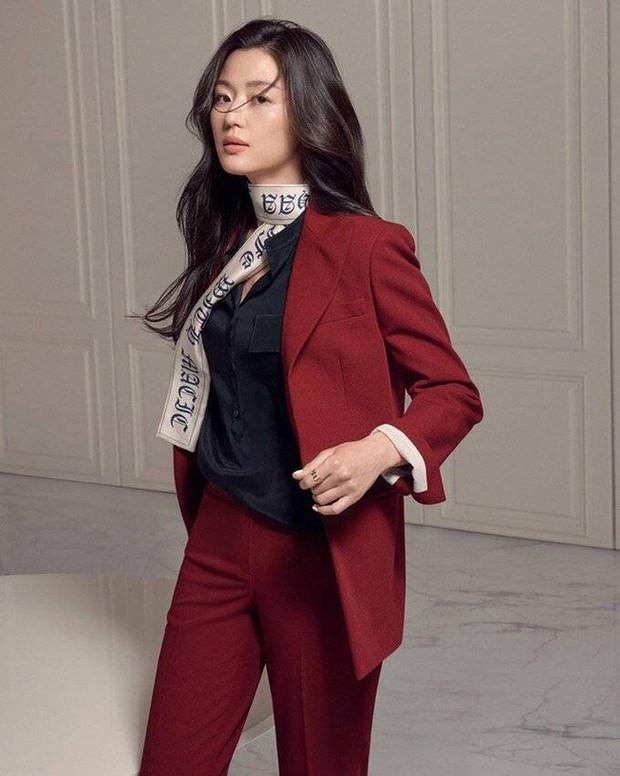 4 người mẫu châu Á lên đời khi đóng phim: Số 1 là phi công trẻ của Hương Giang - Ảnh 11.