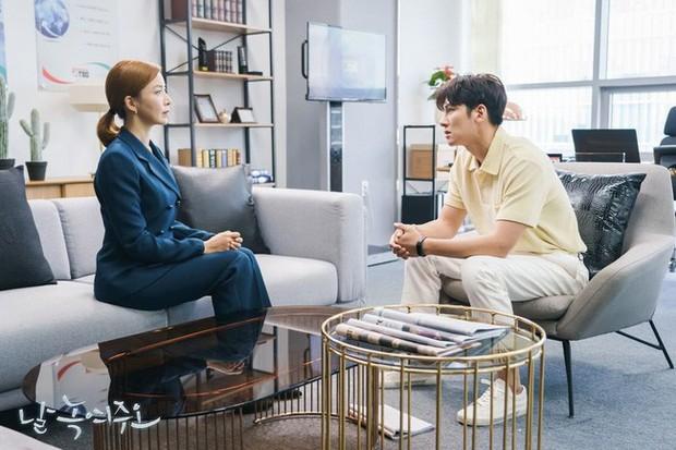 Đặc sản thời trang trong phim Hàn mùa Thu/Đông: Muôn cách diện áo blazer chỉ đẹp và sành điệu trở lên - Ảnh 8.