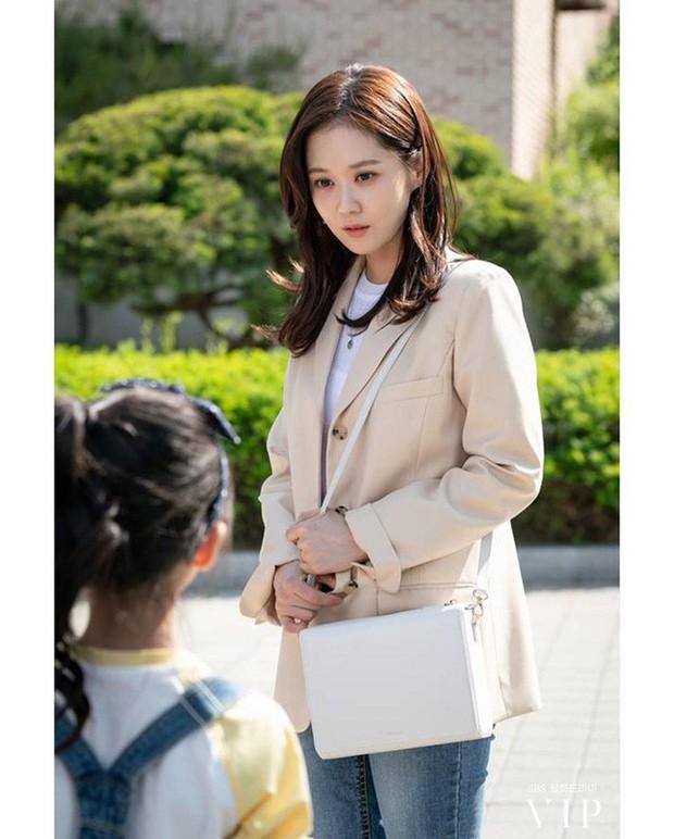 Đặc sản thời trang trong phim Hàn mùa Thu/Đông: Muôn cách diện áo blazer chỉ đẹp và sành điệu trở lên - Ảnh 10.