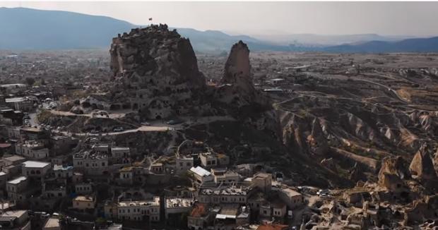 Vũ Khắc Tiệp chơi lớn khi thuê phòng khách sạn 40 triệu/ đêm ở Thổ Nhĩ Kỳ, bất chấp leo lên địa điểm cấm để sống ảo - Ảnh 9.
