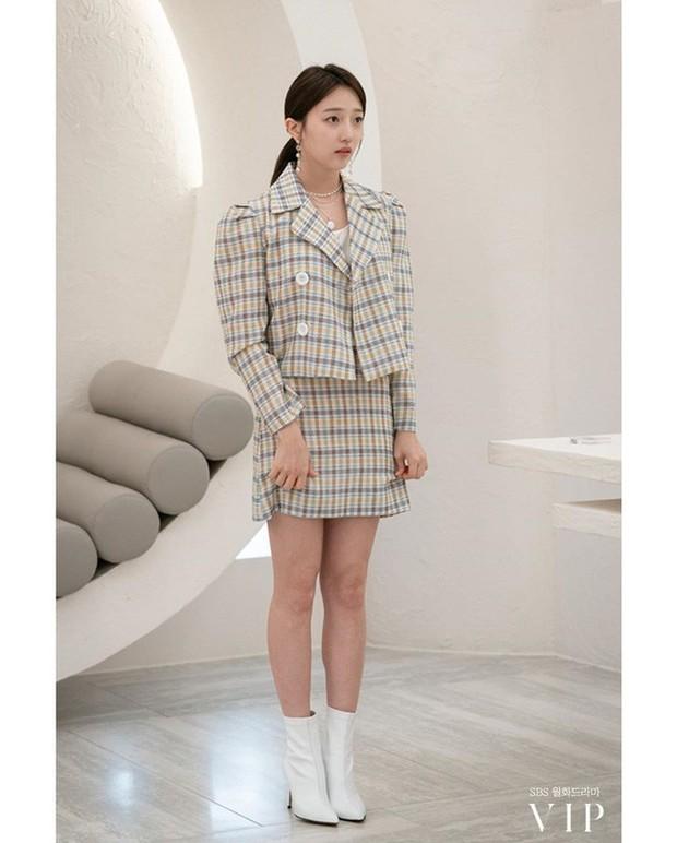 Đặc sản thời trang trong phim Hàn mùa Thu/Đông: Muôn cách diện áo blazer chỉ đẹp và sành điệu trở lên - Ảnh 14.