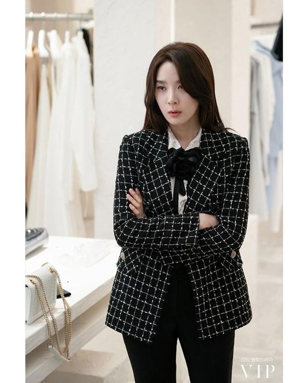 Đặc sản thời trang trong phim Hàn mùa Thu/Đông: Muôn cách diện áo blazer chỉ đẹp và sành điệu trở lên - Ảnh 15.