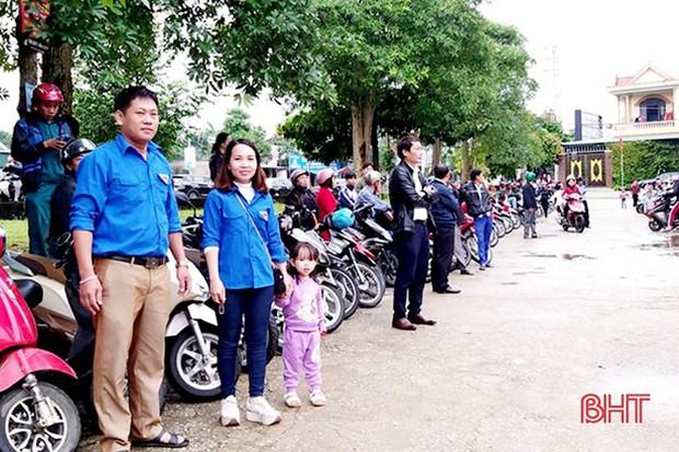 """""""Xếp hàng đón con"""" lan tỏa đến hơn 140 trường học ở Hà Tĩnh - Ảnh 3."""