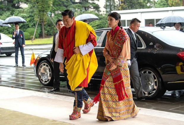 Mới 3 tuổi, tiểu Hoàng tử Bhutan đã thể hiện khí chất ngời ngời của một đấng quân vương trong bức hình mới nhất gây sốt dư luận - Ảnh 3.