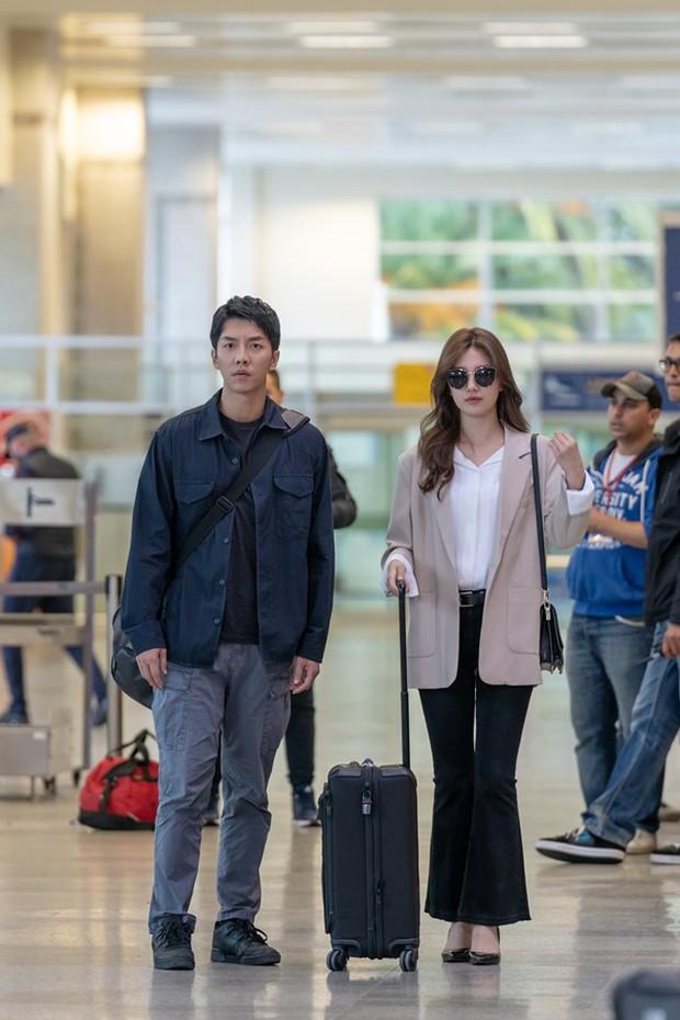 Đặc sản thời trang trong phim Hàn mùa Thu/Đông: Muôn cách diện áo blazer chỉ đẹp và sành điệu trở lên - Ảnh 2.