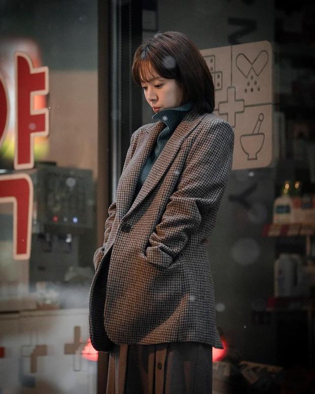 Đặc sản thời trang trong phim Hàn mùa Thu/Đông: Muôn cách diện áo blazer chỉ đẹp và sành điệu trở lên - Ảnh 3.