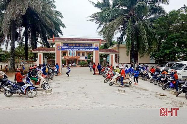 """""""Xếp hàng đón con"""" lan tỏa đến hơn 140 trường học ở Hà Tĩnh - Ảnh 6."""