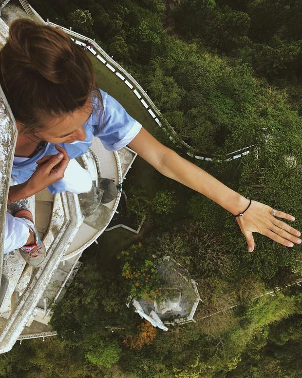 Clip leo cầu thang ở tháp xoắn ốc kỳ quái thu hút 4 triệu lượt xem, sợ đến thót tim nhưng nhiều du khách vẫn liều mình muốn thử - Ảnh 9.
