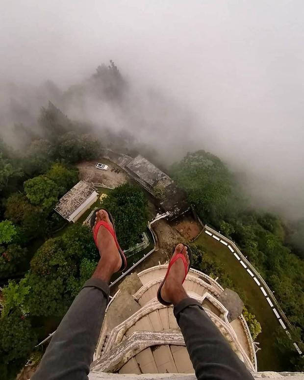 Clip leo cầu thang ở tháp xoắn ốc kỳ quái thu hút 4 triệu lượt xem, sợ đến thót tim nhưng nhiều du khách vẫn liều mình muốn thử - Ảnh 6.