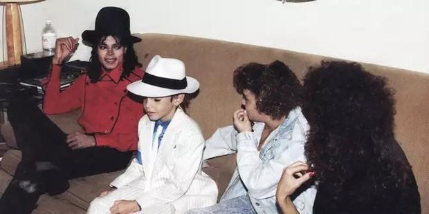 Đóng giả Michael Jackson quá đạt, fan hâm mộ bắt người đàn ông phải xét nghiệm ADN để chứng minh mình là bản sao - Ảnh 3.