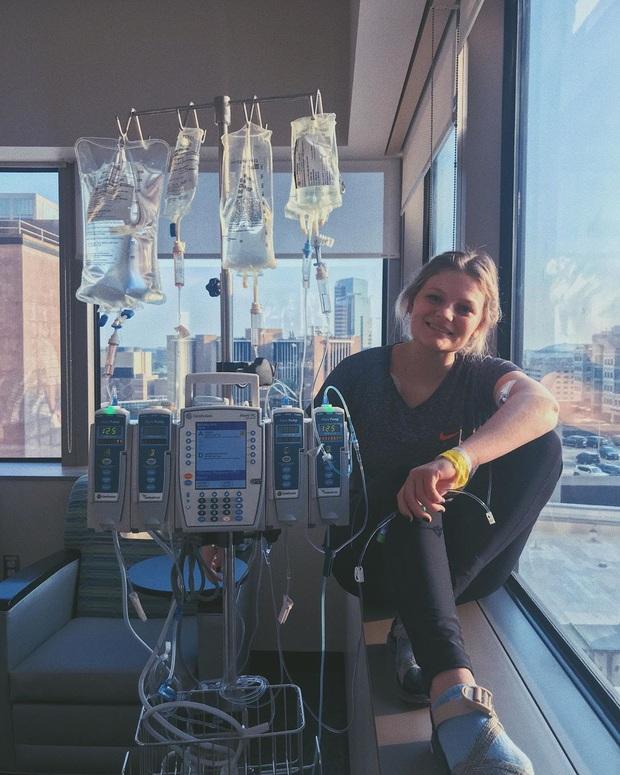 Thấy nốt ruồi lạ mọc trên lưng, cô gái trẻ không ngờ mình mắc bệnh ung thư có thể lây lan sang nhiều vùng cơ thể - Ảnh 6.