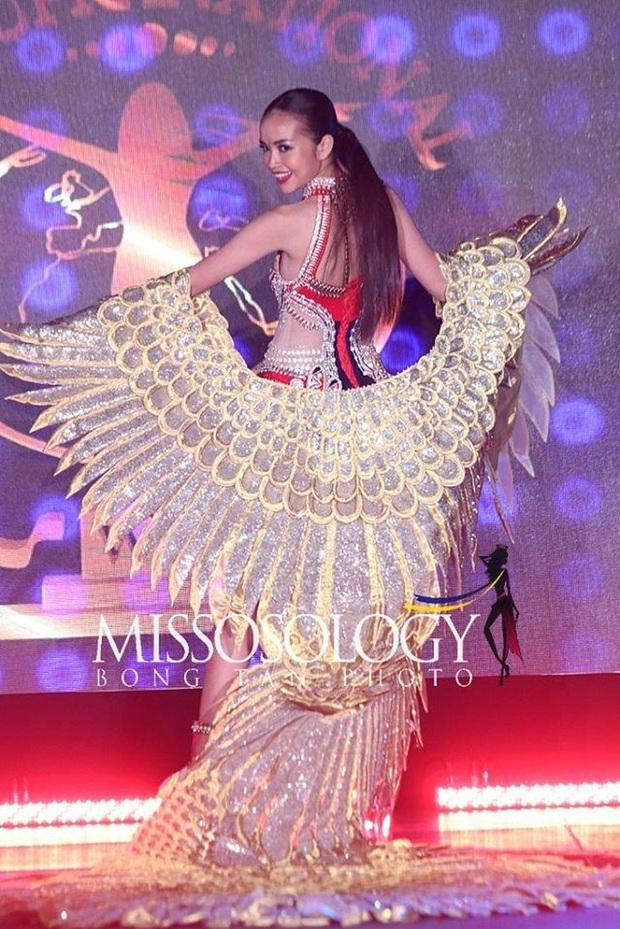 Mất nón dài 1,2m, Lạc Vũ hoành tráng vẫn không thể đem giải Quốc phục về cho Ngọc Châu tại Miss Supranational 2019 - Ảnh 2.