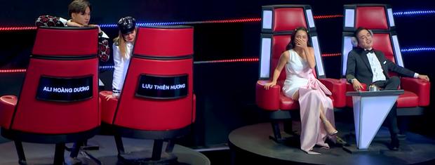 Quang Lê, Dương Khắc Linh từng gây tranh cãi khi làm việc riêng trong lúc đồng nghiệp đang nhận xét trên sóng truyền hình - Ảnh 2.