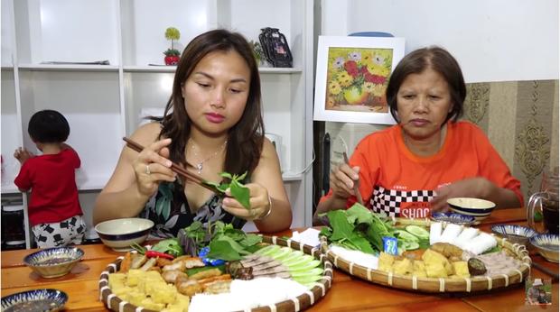 Nghe Mạc Văn Khoa bày tỏ sự yêu mến, mẹ con Quỳnh Trần JP và bé Sa lập tức đến quán bún đậu ủng hộ - Ảnh 3.