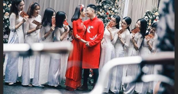 Xôn xao hình ảnh thiệp cưới của Lưu Đê Ly và Huy DX: Hé lộ thời gian tổ chức, tên viết tay theo phong cách cổ điển nhưng sai chính tả! - Ảnh 2.