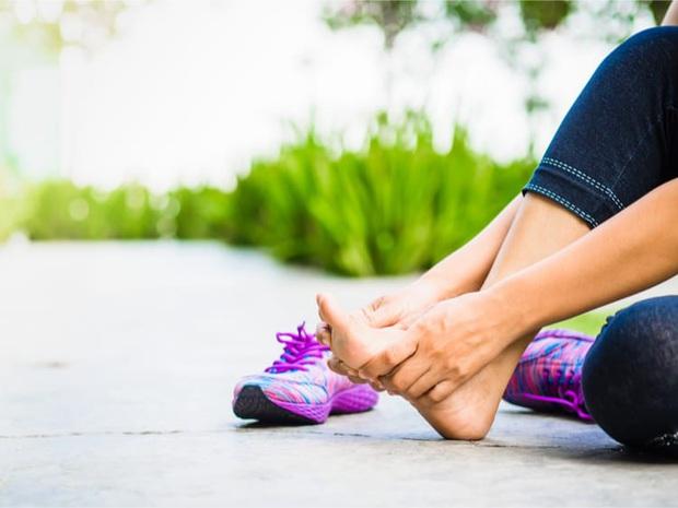Cẩn thận với 4 dấu hiệu ở chân cảnh báo căn bệnh dễ gây đột tử rất nhanh - Ảnh 4.