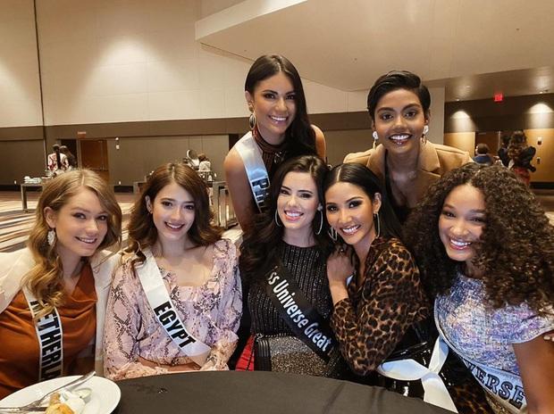 Hoàng Thùy khoe dáng siêu nuột, đọ sắc một chín một mười bên dàn đối thủ trong ngày thứ 3 tại Miss Universe 2019 - Ảnh 6.