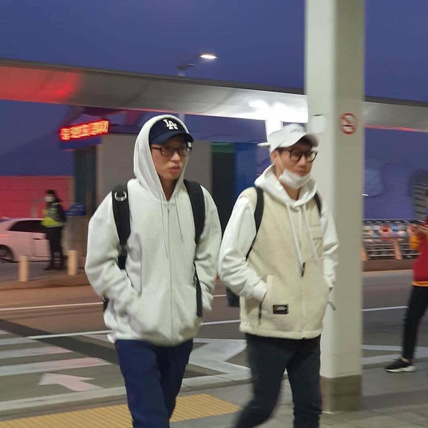 Dàn sao Running Man đổ bộ sân bay Hàn sang Việt Nam: Lee Kwang Soo hớn hở, Song Ji Hyo mặt mộc vẫn cực xinh - Ảnh 4.