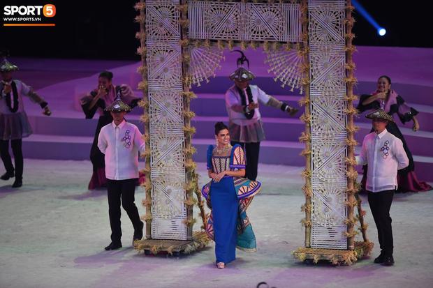 Cận cảnh dàn hoa hậu xinh tươi tham gia diễu hành khai mạc SEA Games 30 - Ảnh 6.