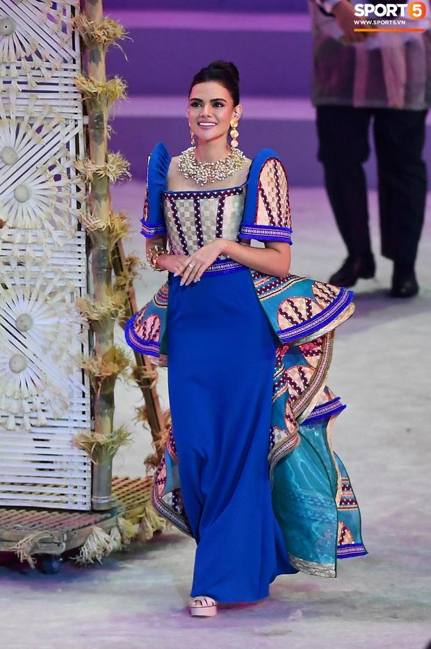 Cận cảnh dàn hoa hậu xinh tươi tham gia diễu hành khai mạc SEA Games 30 - Ảnh 7.
