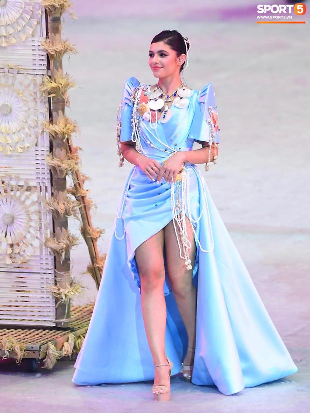 Cận cảnh dàn hoa hậu xinh tươi tham gia diễu hành khai mạc SEA Games 30 - Ảnh 3.
