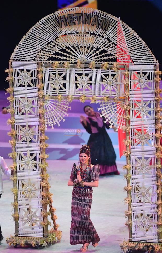 Cận cảnh dàn hoa hậu xinh tươi tham gia diễu hành khai mạc SEA Games 30 - Ảnh 9.