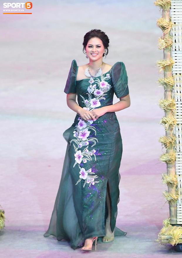 Cận cảnh dàn hoa hậu xinh tươi tham gia diễu hành khai mạc SEA Games 30 - Ảnh 12.
