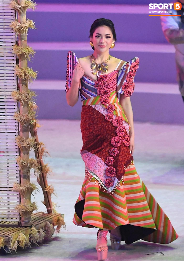 Cận cảnh dàn hoa hậu xinh tươi tham gia diễu hành khai mạc SEA Games 30 - Ảnh 11.