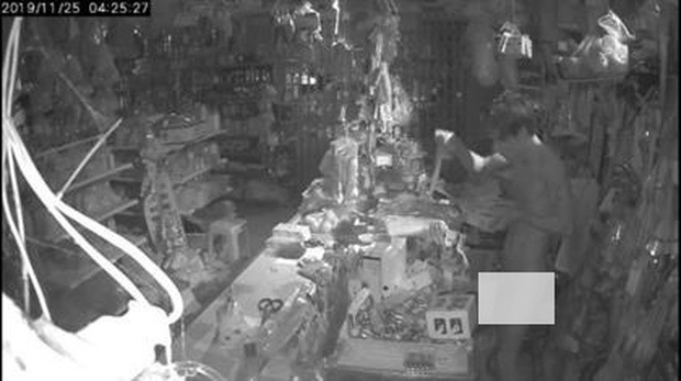 Nam thanh niên không mặc quần áo đột nhập nhà dân trộm cắp vì cần tiền đánh bạc - Ảnh 1.