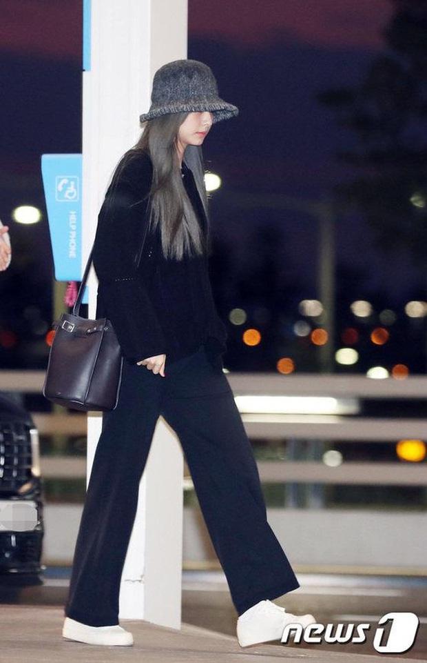 Style sân bay sao Hoa - Hàn tuần qua: Công thức blazer + jeans được chọn nhiều, nhưng ai mới là người mặc đẹp nhất? - Ảnh 7.