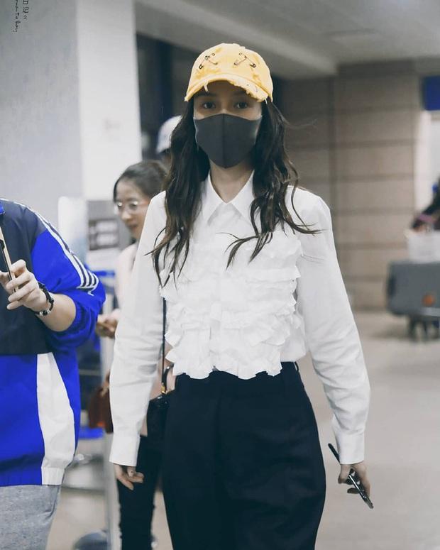 Style sân bay sao Hoa - Hàn tuần qua: Công thức blazer + jeans được chọn nhiều, nhưng ai mới là người mặc đẹp nhất? - Ảnh 10.