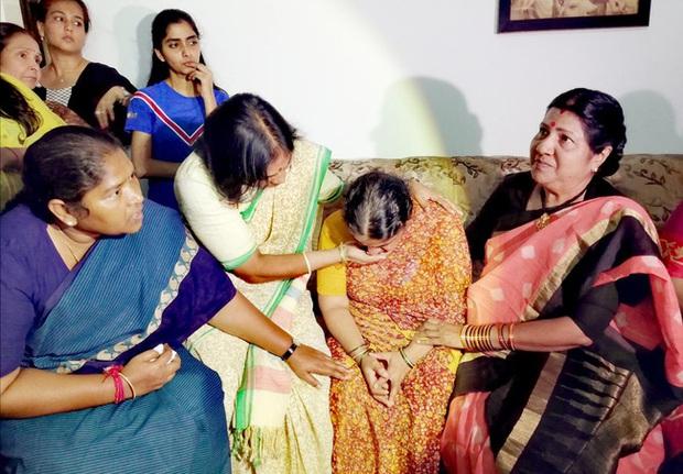 Vụ án chấn động Ấn Độ: Thủng săm xe trên đường đi làm, cô gái bị nhóm đàn ông vờ giúp đỡ nhưng thay nhau cưỡng bức rồi sát hại - Ảnh 3.