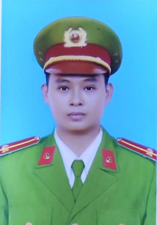Trung uý công an tử vong khi truy đuổi trộm ở Long An được thăng hàm trước hạn - Ảnh 1.