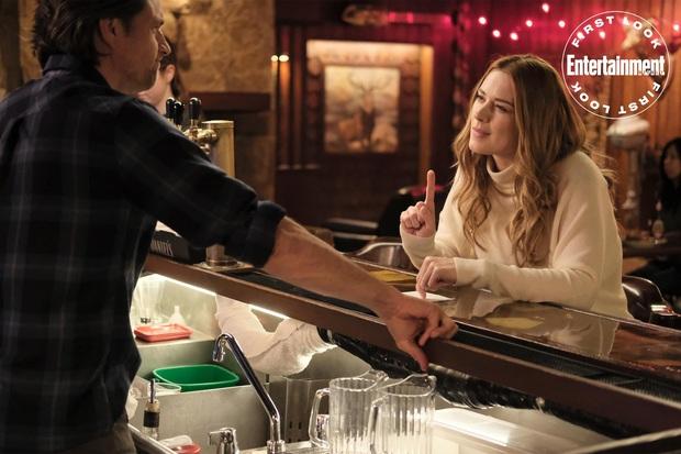 Netflix tháng 12: Màn đụng độ nảy lửa của Goá Phụ Đen Scarlett Johansson với chồng cũ Ryan Reynold - Ảnh 4.