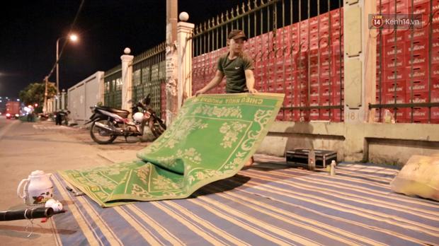 Cuộc sống màn trời chiếu đất của những người hành nghề giác hơi ở Sài Gòn - Ảnh 4.