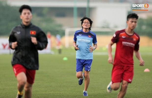 Thần y Hàn Quốc chỉ ra thói quen cố hữu trong ăn uống khiến bóng đá Việt Nam còn chậm phát triển - Ảnh 2.