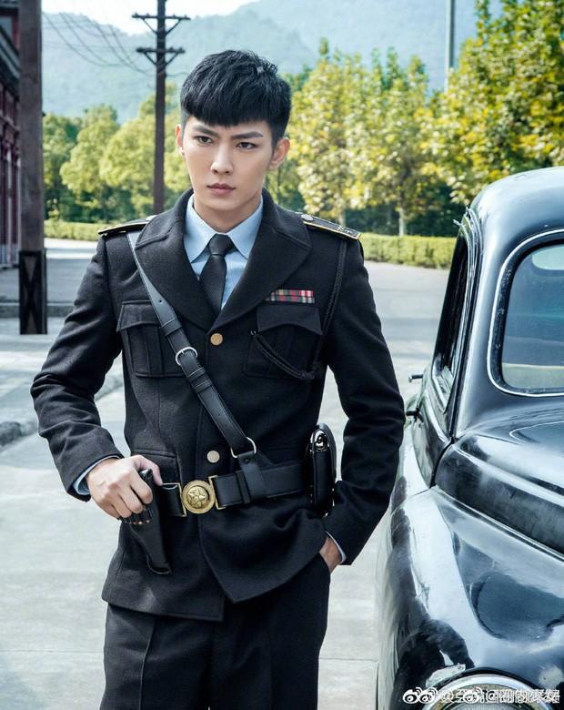 Loạt nam nhân mặc quân phục đẹp nhức nách: Đáng chú ý nhất là cả dàn trai trẻ chẳng ai xô đổ được ông chú Chung Hán Lương! - Ảnh 11.
