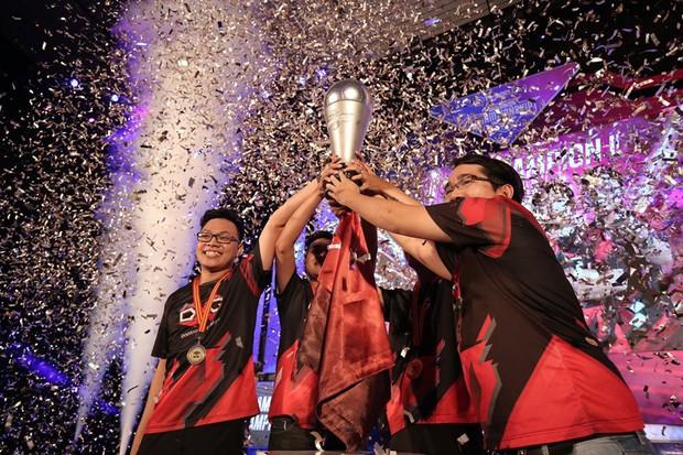 Thắng trận chung kết nghẹt thở, DivisionXGaming trở thành tân vương của FIFA Online 4 Việt Nam - Ảnh 3.