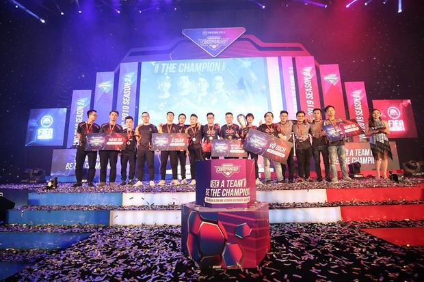 Thắng trận chung kết nghẹt thở, DivisionXGaming trở thành tân vương của FIFA Online 4 Việt Nam - Ảnh 1.