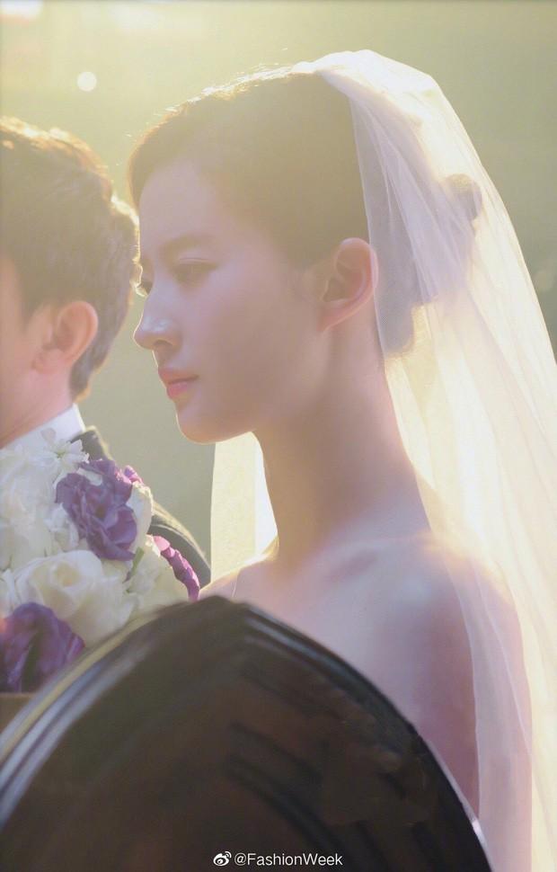 10 cô dâu đẹp nhất trên màn ảnh: Lưu Diệc Phi trong sáng thuần khiết, Jun Ji Hyun kiêu sa sang chảnh - Ảnh 21.