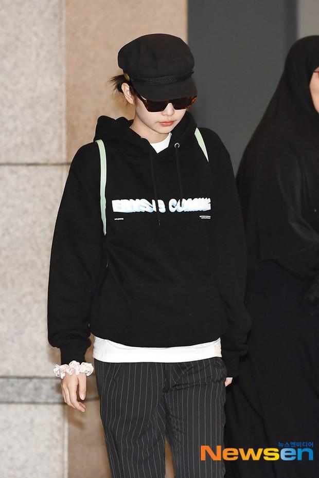 Lần đầu tiên Jennie (BLACKPINK) lu mờ giữa sân bay, bị ác nữ Lee Da Hee sang chảnh và đàn em vượt mặt - Ảnh 1.