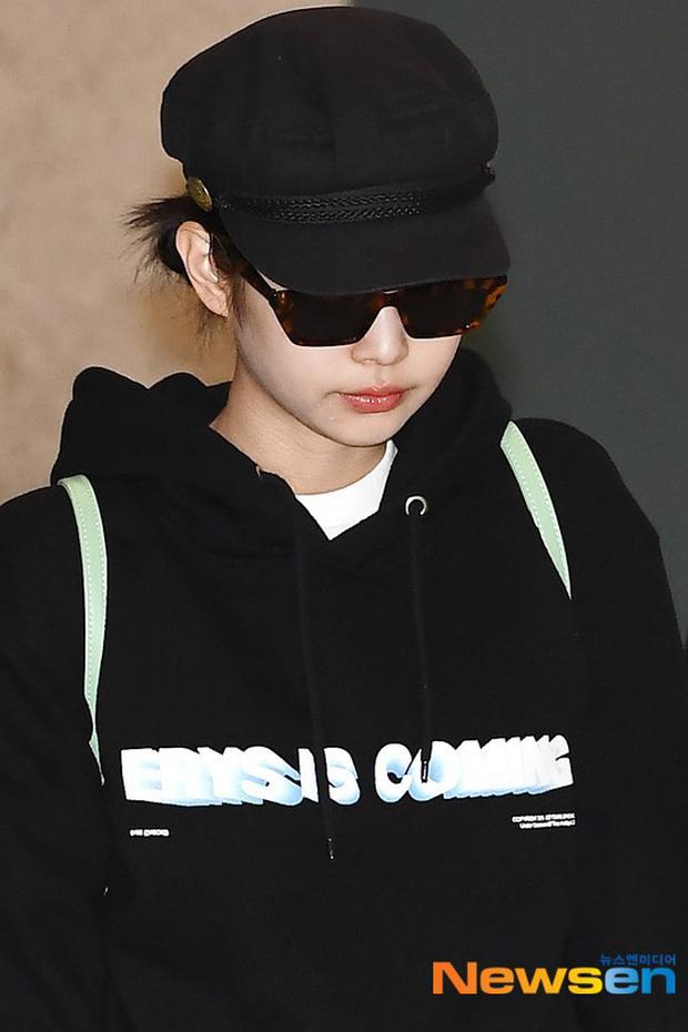 Lần đầu tiên Jennie (BLACKPINK) lu mờ giữa sân bay, bị ác nữ Lee Da Hee sang chảnh và đàn em vượt mặt - Ảnh 2.