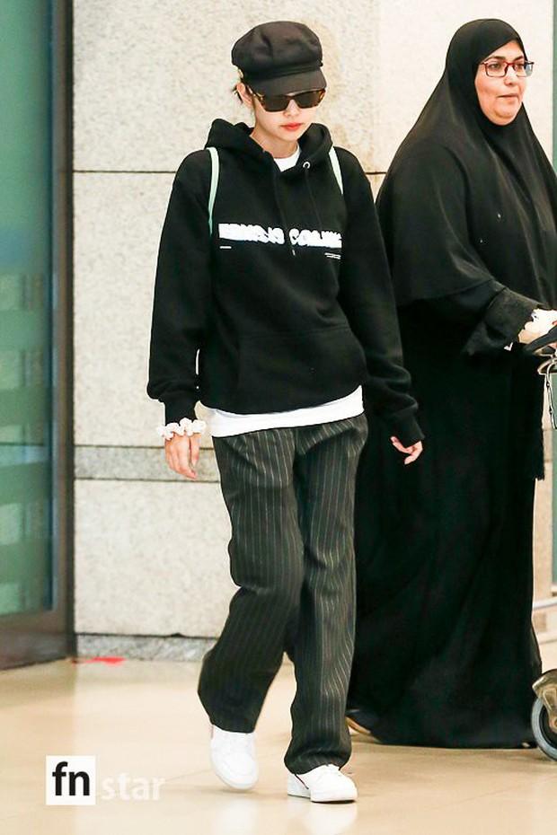 Lần đầu tiên Jennie (BLACKPINK) lu mờ giữa sân bay, bị ác nữ Lee Da Hee sang chảnh và đàn em vượt mặt - Ảnh 3.