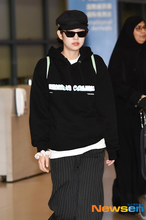 Lần đầu tiên Jennie (BLACKPINK) lu mờ giữa sân bay, bị ác nữ Lee Da Hee sang chảnh và đàn em vượt mặt - Ảnh 4.