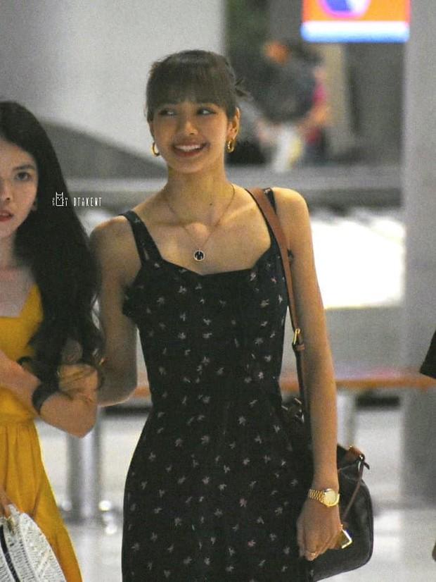 Em gái quốc tế Lisa (BLACKPINK) gây náo loạn sân bay vì dịu dàng đến lạ, vòng eo nhỏ khó tin chiếm hết spotlight - Ảnh 6.