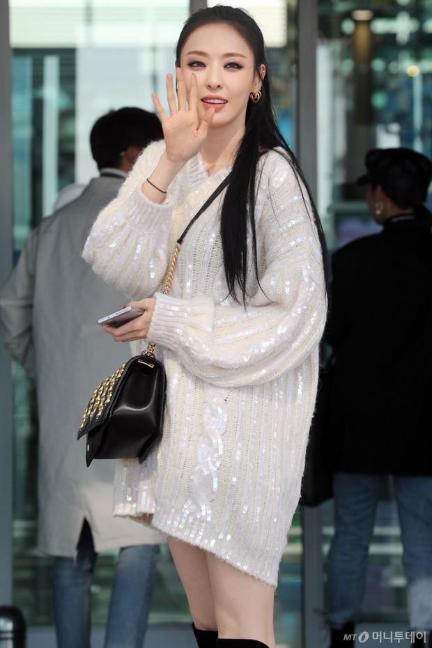 Lần đầu tiên Jennie (BLACKPINK) lu mờ giữa sân bay, bị ác nữ Lee Da Hee sang chảnh và đàn em vượt mặt - Ảnh 8.