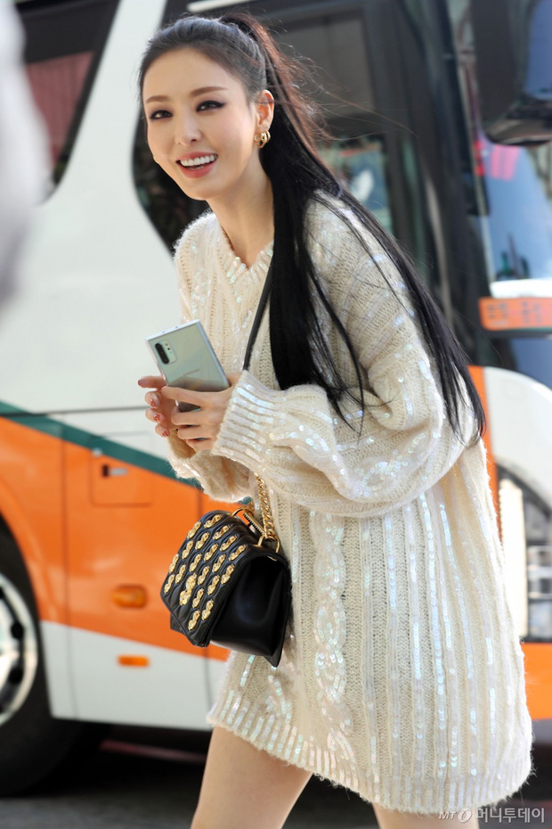Lần đầu tiên Jennie (BLACKPINK) lu mờ giữa sân bay, bị ác nữ Lee Da Hee sang chảnh và đàn em vượt mặt - Ảnh 9.