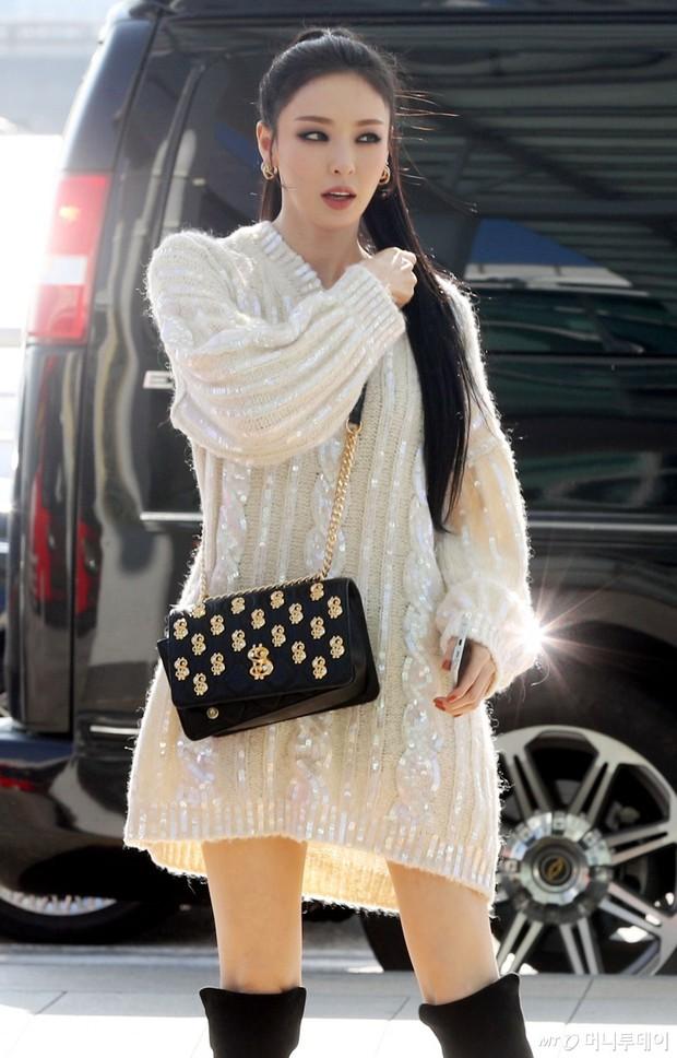 Lần đầu tiên Jennie (BLACKPINK) lu mờ giữa sân bay, bị ác nữ Lee Da Hee sang chảnh và đàn em vượt mặt - Ảnh 6.