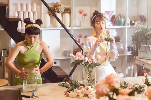 Tạm biệt một Phạm Quỳnh Anh buồn bã, chị đã trở lại yêu đời, cùng Trang Hý lên kế hoạch cua trai trong MV mới nhất - Ảnh 3.