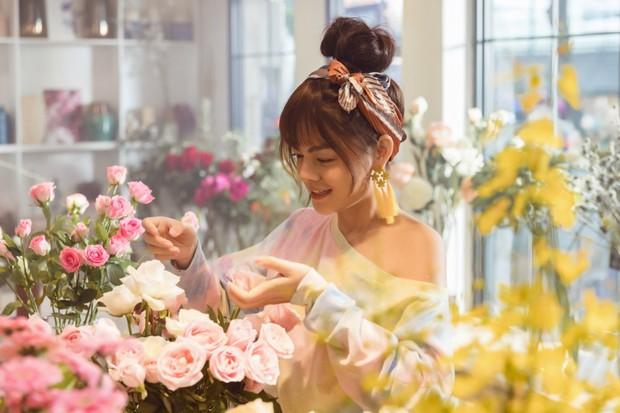 Tạm biệt một Phạm Quỳnh Anh buồn bã, chị đã trở lại yêu đời, cùng Trang Hý lên kế hoạch cua trai trong MV mới nhất - Ảnh 4.